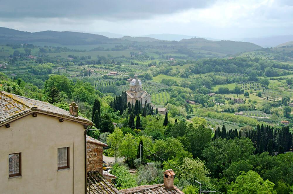 Uitzicht over het Toscaanse landschap vanaf Montepulciano